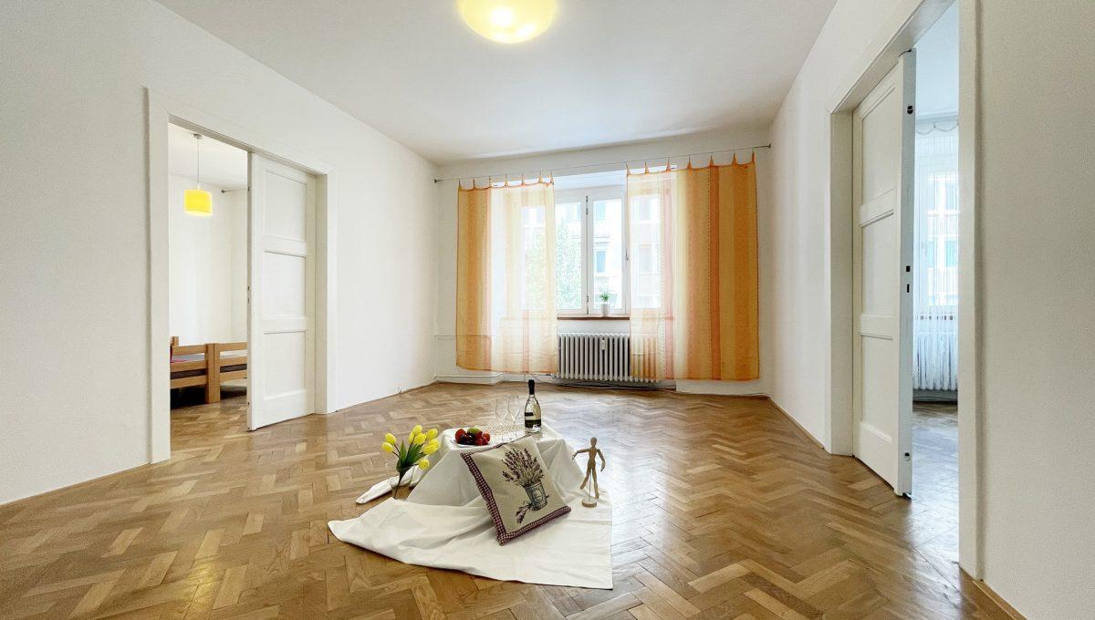 Konfido ponuka na prenajom Povraznicka ulica Bratislava 4 izbovy byt pohlad od dveri na obyvaciu izbu