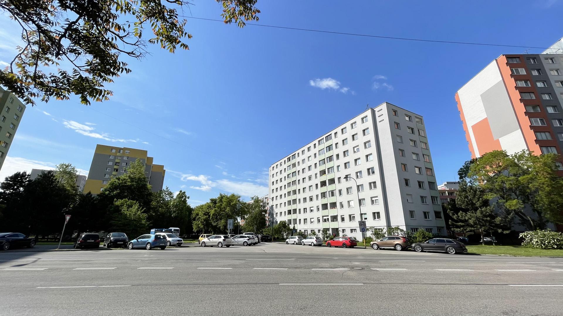 4 izbový byt na Hrobákovej ulici, Bratislava – Petržalka