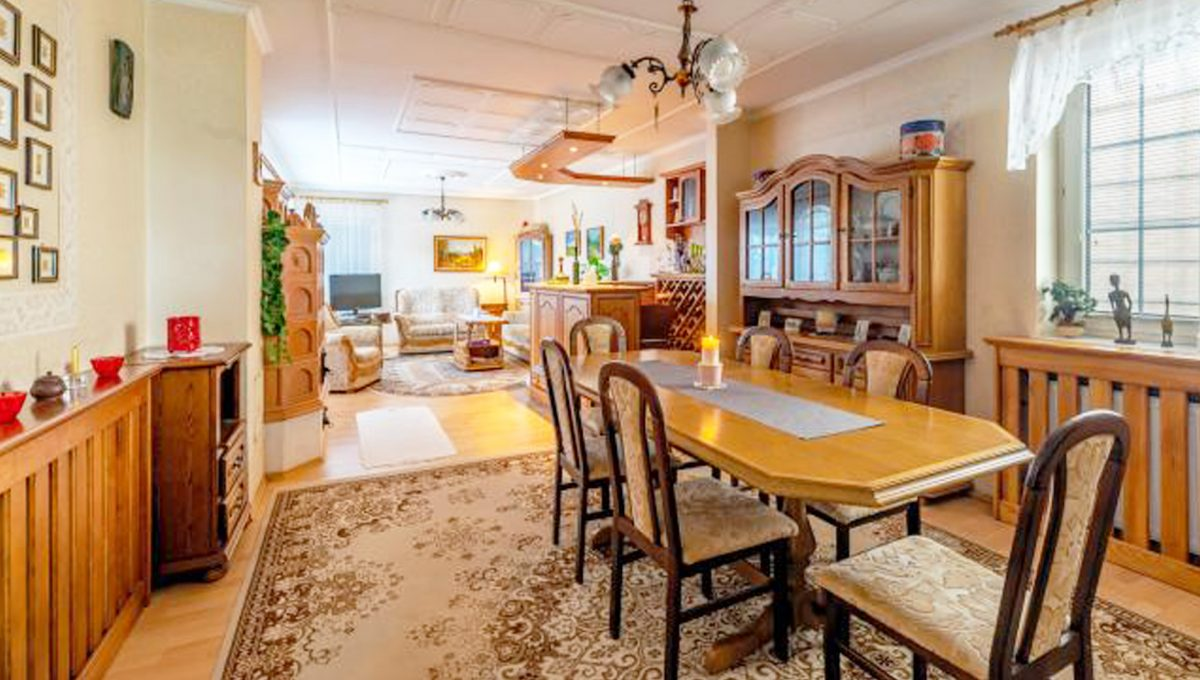 Senec 5 izbovy rodinny dom na predaj Konfido pohlad na velku obyvaciu izbu so zariadenim
