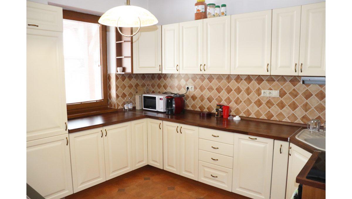 02 Nova Dedinka 4 izbovy rodinny dom na predaj v dobrej lokalite pohad kuchynsku linku presvetlenu oknom