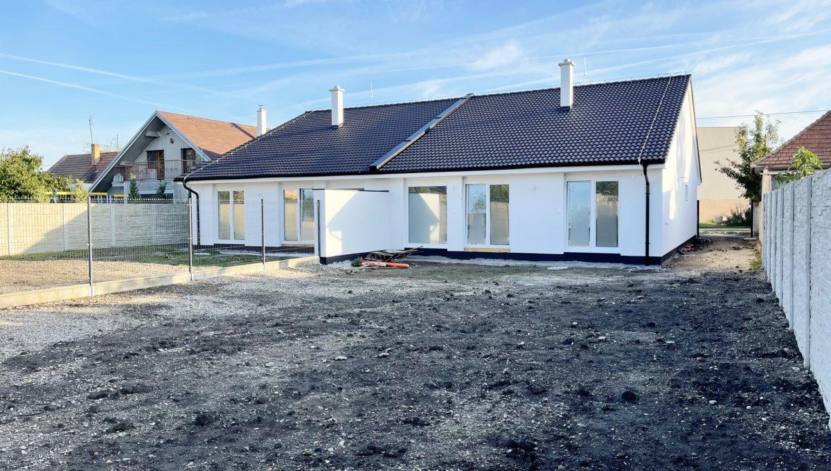 Boldog 4 izbovy rodinny dom pohlad na pozemok za domom