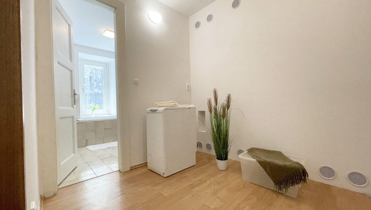 Konfido ponuka na prenajom Povraznicka ulica Bratislava 4 izbovy byt pohlad na priestor medzi kupelnou a satnikom