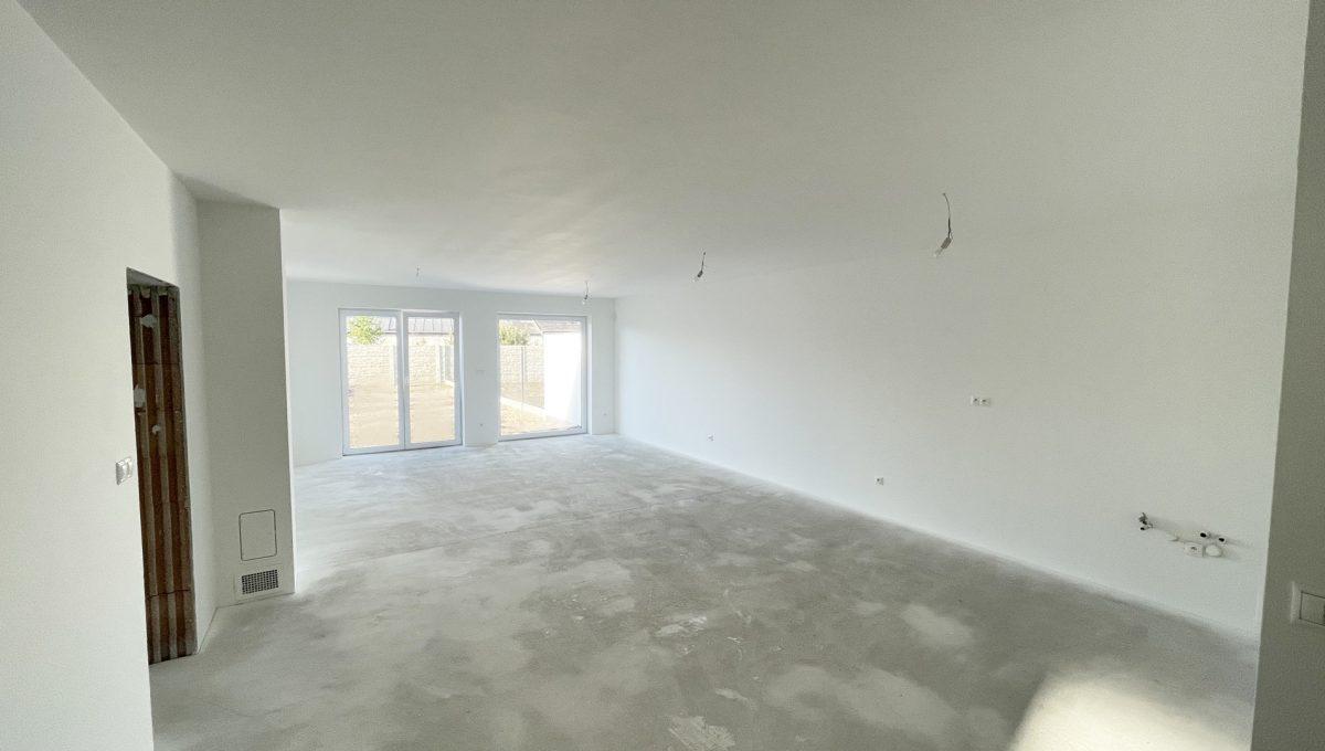 Boldog 4 izbovy rodinny dom pohlad od kupelne na priestor obyvacej izby