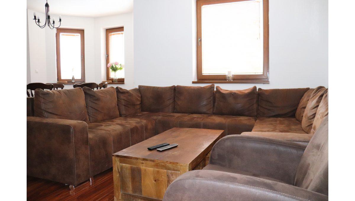 06 Nova Dedinka 4 izbovy rodinny dom na predaj v dobrej lokalite pohad sedenie v obyvacej izbe