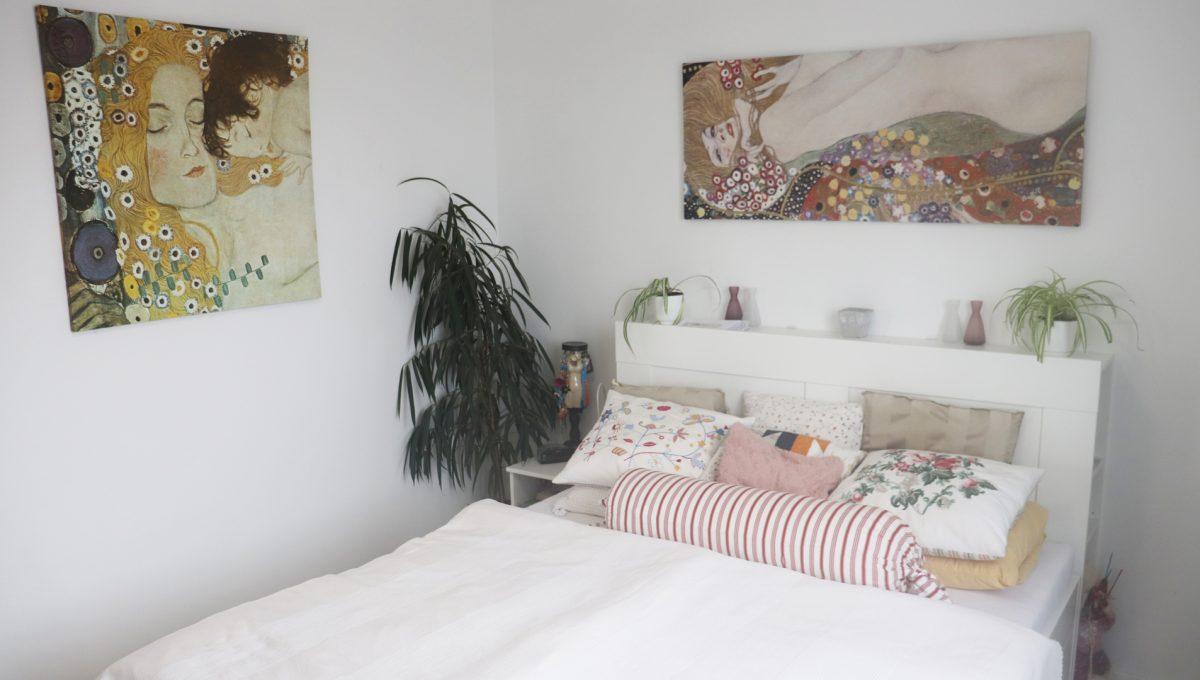 08 Miloslavov 2 izbovy byt s balkonom v novostavbe pohlad na spalnu s postelou