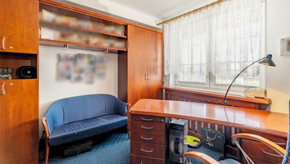 Senec 5 izbovy rodinny dom na predaj Konfido pohlad na pracovnu so zariadenim