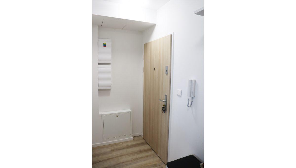 11 Miloslavov 2 izbovy byt s balkonom v novostavbe pohlad na vstup do bytu
