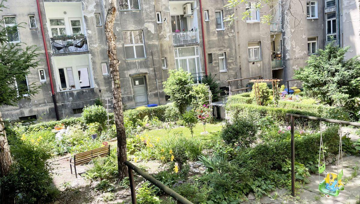 Konfido ponuka na prenajom Povraznicka ulica Bratislava 4 izbovy byt pohlad do vnutrobloku z balkona