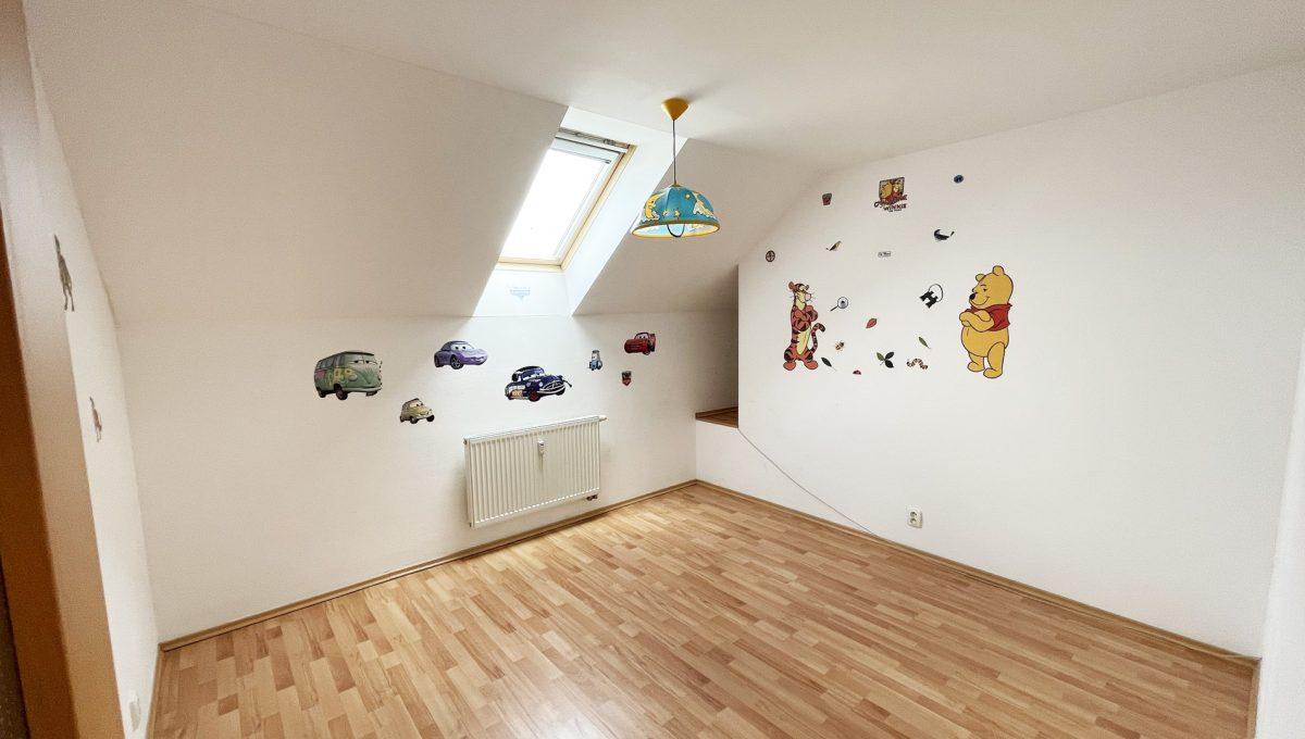 Senec Povazska ulica 3 izbovy byt mezonet na predaj pohlad na detsku izbu Konfido