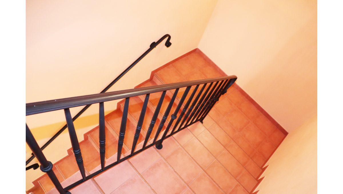 13 Nova Dedinka 4 izbovy rodinny dom na predaj v dobrej lokalite pohad na schodisko
