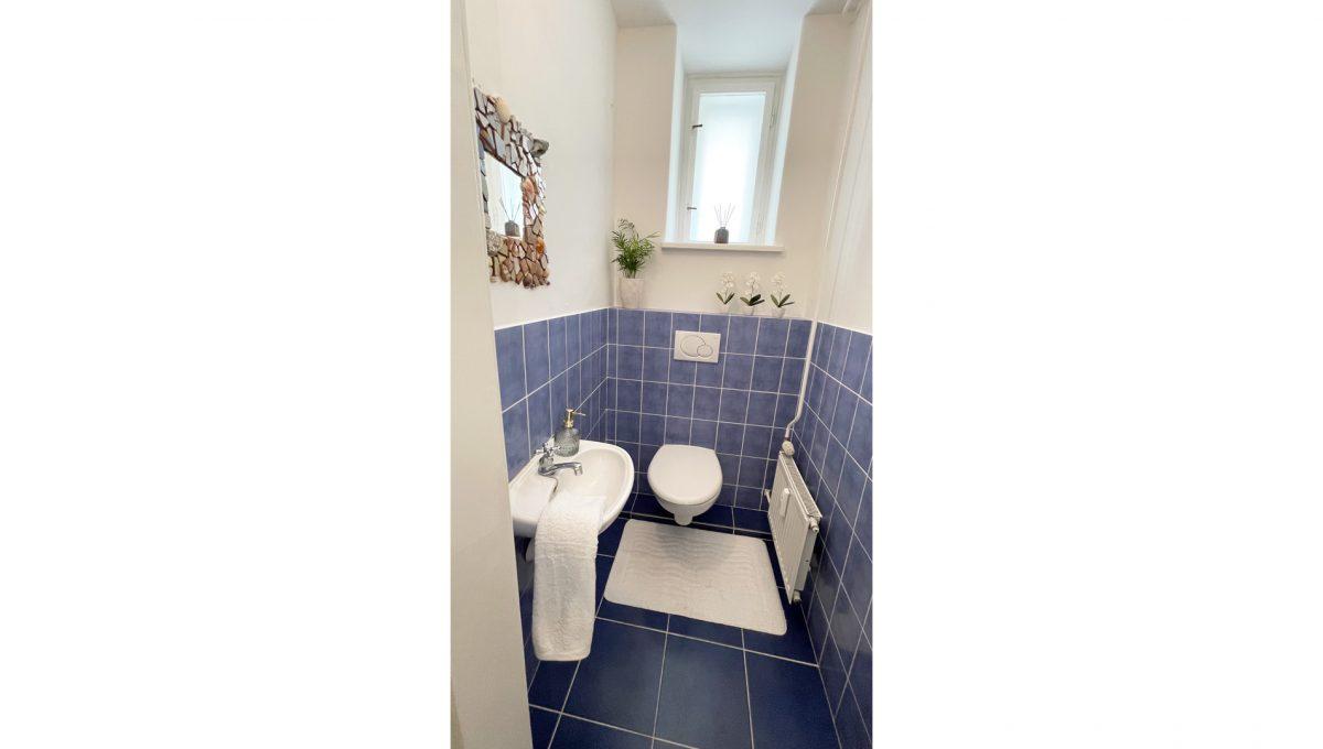 Konfido ponuka na prenajom Povraznicka ulica Bratislava 4 izbovy byt pohlad wc s umyvadlom