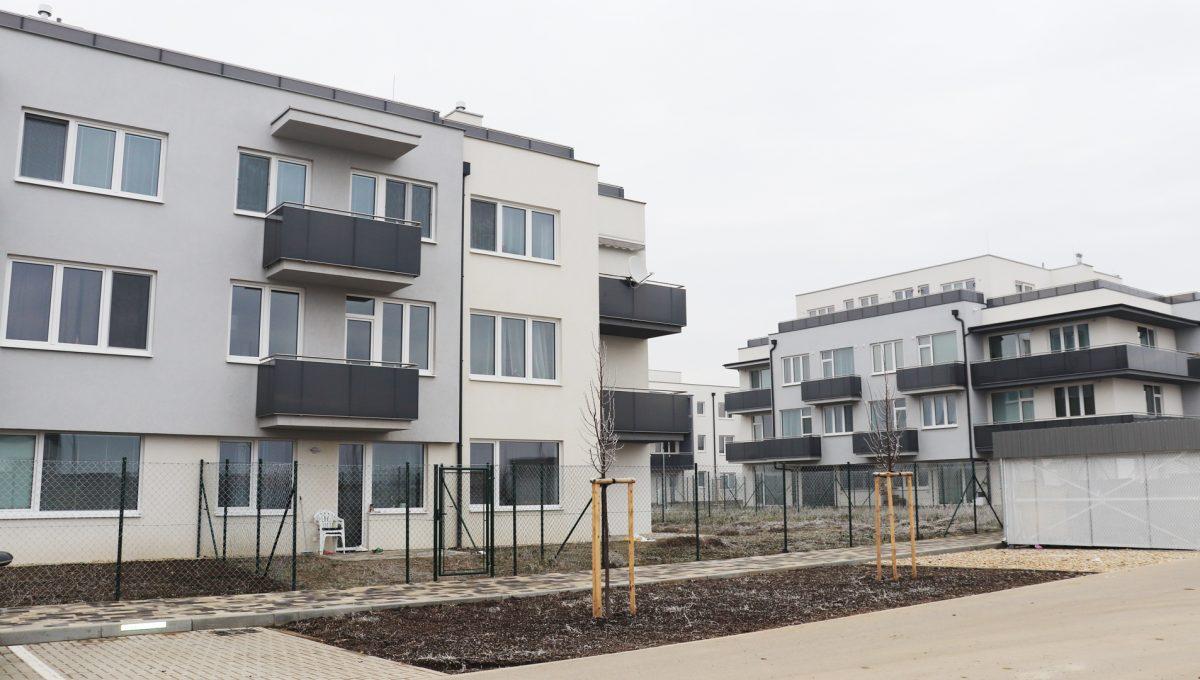 14 Miloslavov 2 izbovy byt s balkonom v novostavbe pohlad na bytovy dom