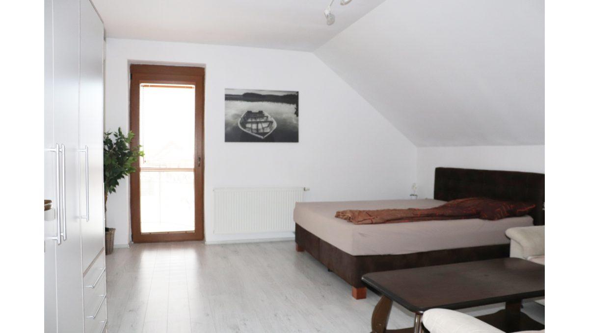 18 Nova Dedinka 4 izbovy rodinny dom na predaj v dobrej lokalite pohad od dveri na velku spalnu na poschodi