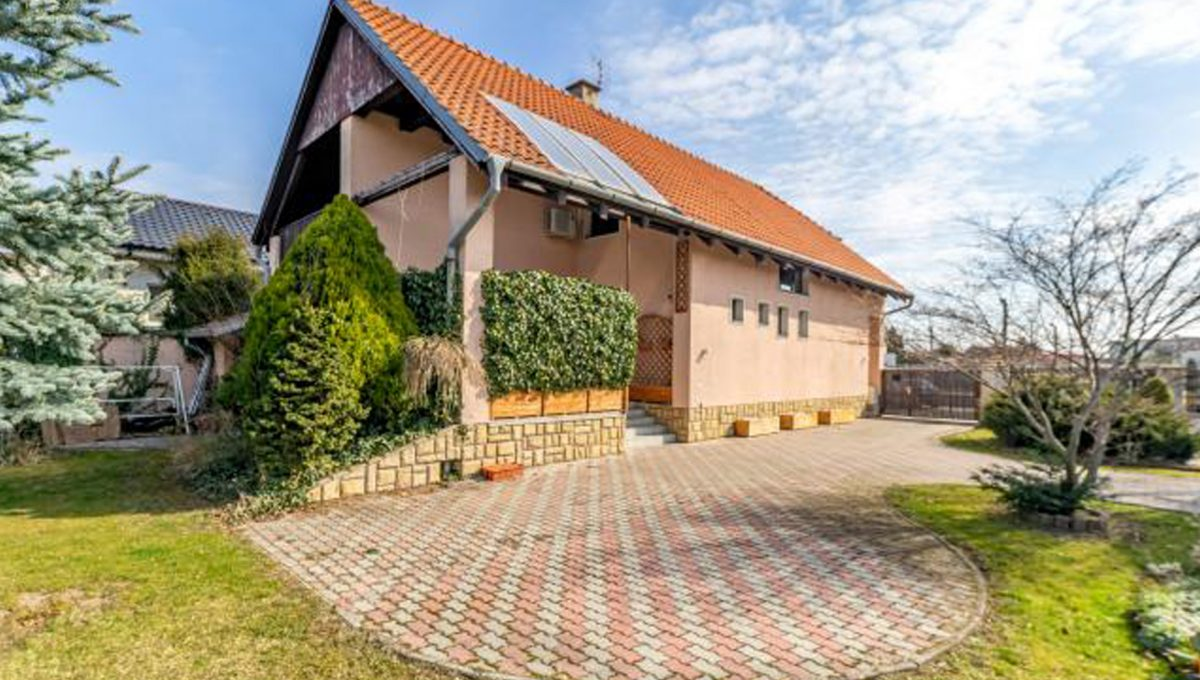 Senec 5 izbovy rodinny dom na predaj Konfido pohlad na dom s peknym a priestrannym pozemkom
