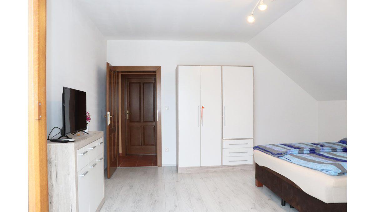 24 Nova Dedinka 4 izbovy rodinny dom na predaj v dobrej lokalite pohad na priestrannu spalnu na poschodi