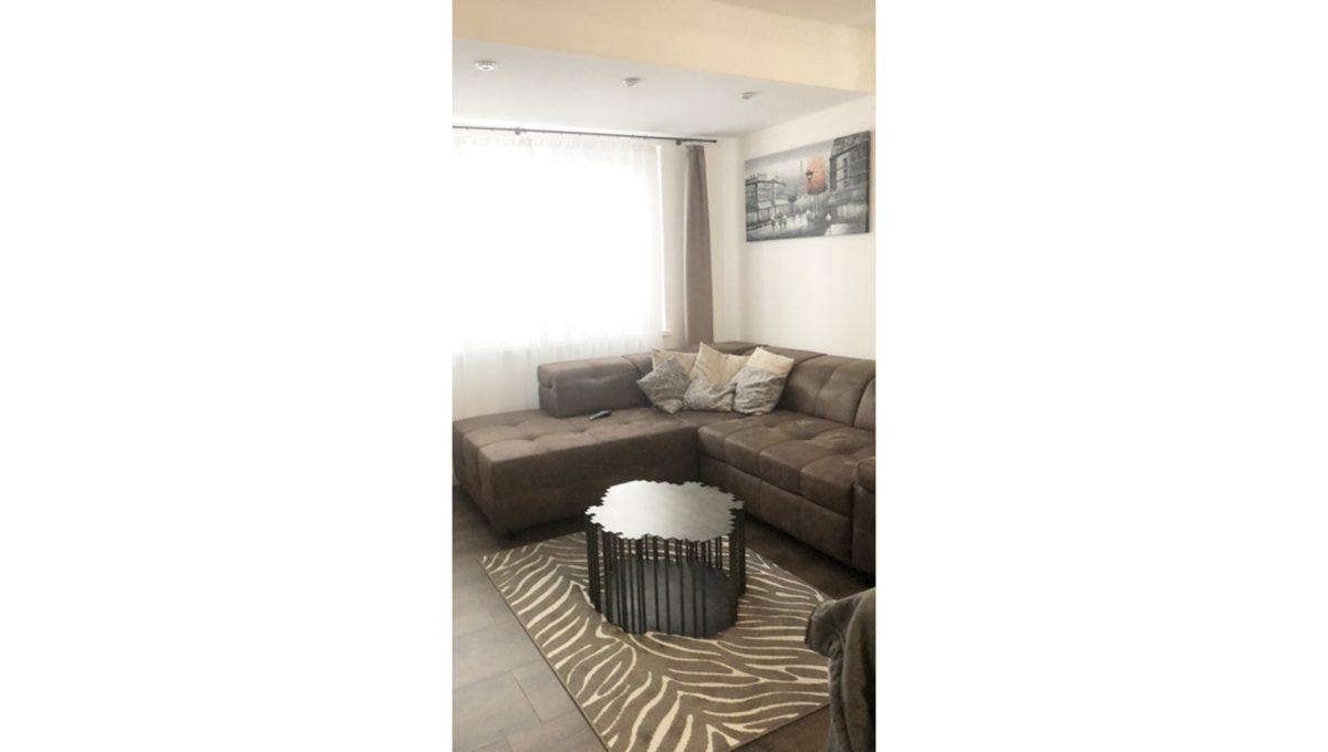 Konfido Tomasov ponuka dvoch samostatnych domov pohlad na sedaciu supravu v obyvacej izbe