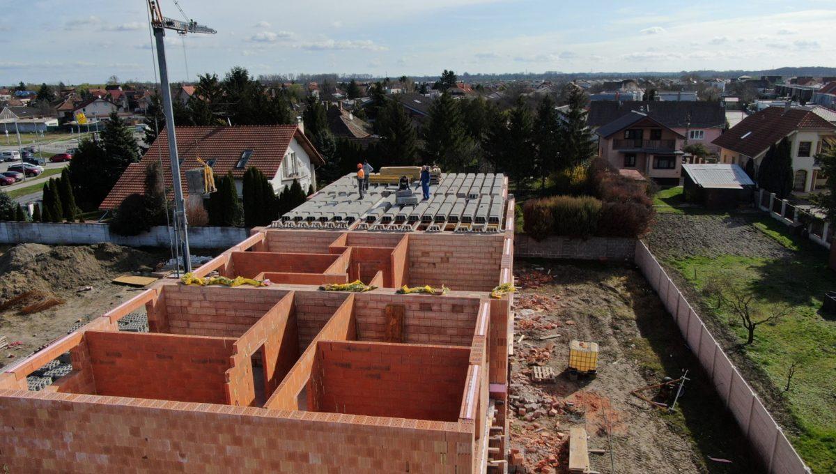 Bernolakovo 03 Konfido novostavba 3 izbovy byt na predaj pohlad na stavbu obvodoveho muru prizemne podlazia