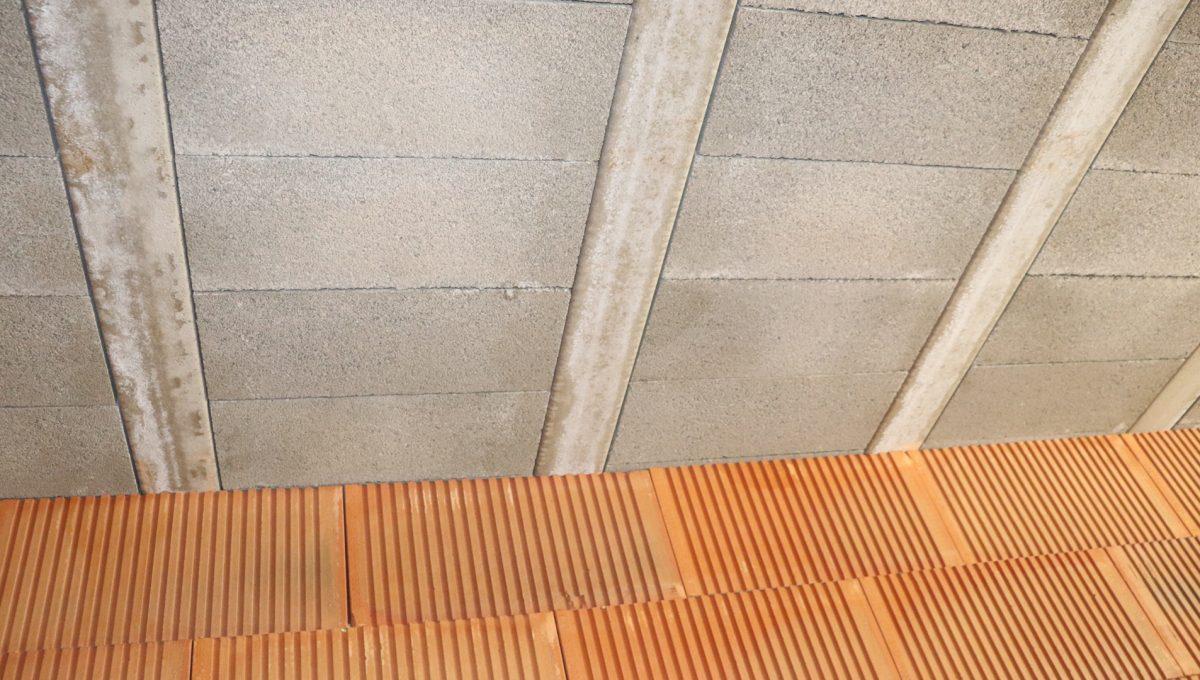 Bernolakovo 17 Konfido 5 izbovy rodinny dom na predaj pohlad na cast nosnej steny a stropu pod strechou prveho podlazia