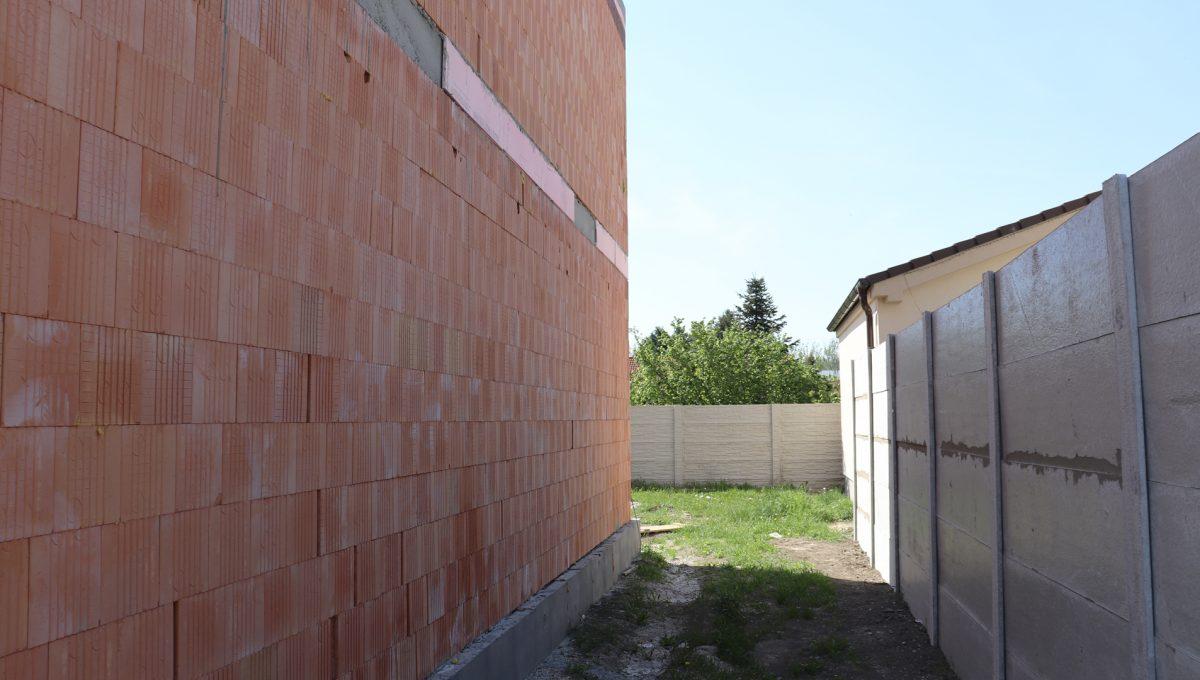 Bernolakovo 19 Konfido 5 izbovy rodinny dom na predaj pohlad na priestor pri dome smerom na zahradu za domom s terasou