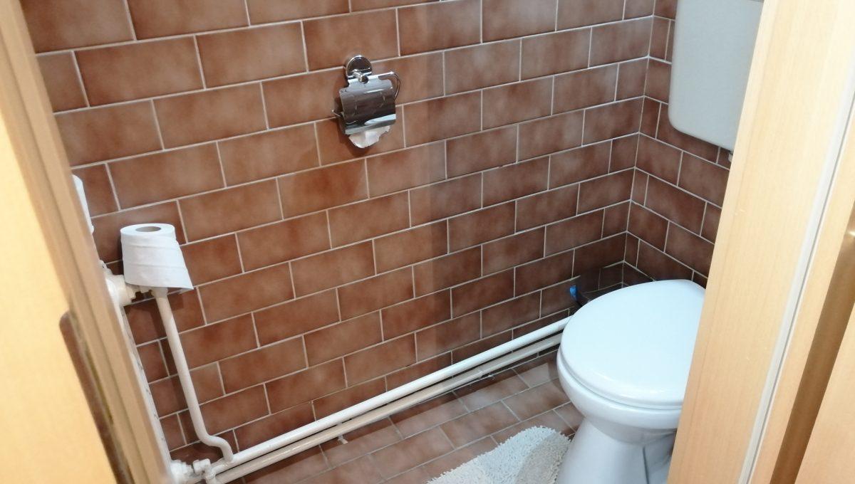 Blatne 17 Senec velky rodinny dom velky pozemok samostatna toaleta na prizemi
