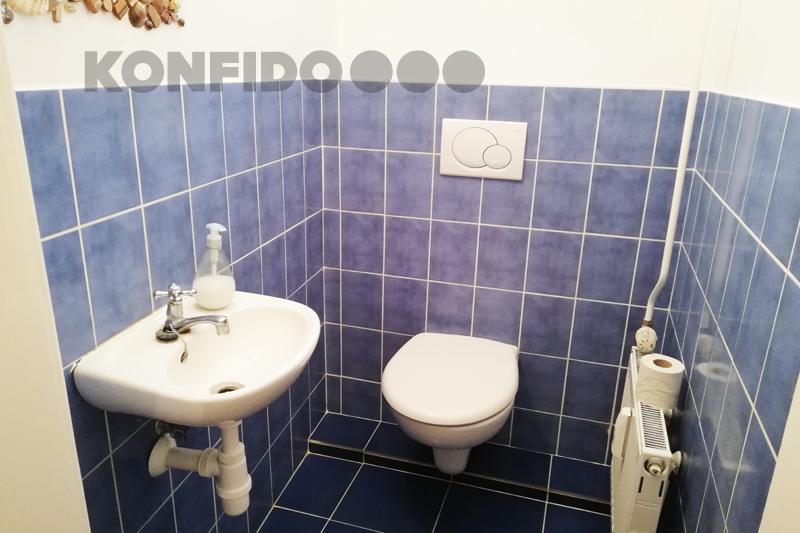 Bratislava 10 Konfido Stare Mesto Povraznicka toaleta wc s umyvadlom