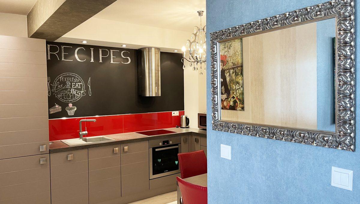 Bratislava Petrzalka Vysehradska Konfido 2 izbovy byt na predaj pohlad na kuchynu so vstupom z obyvacej izby