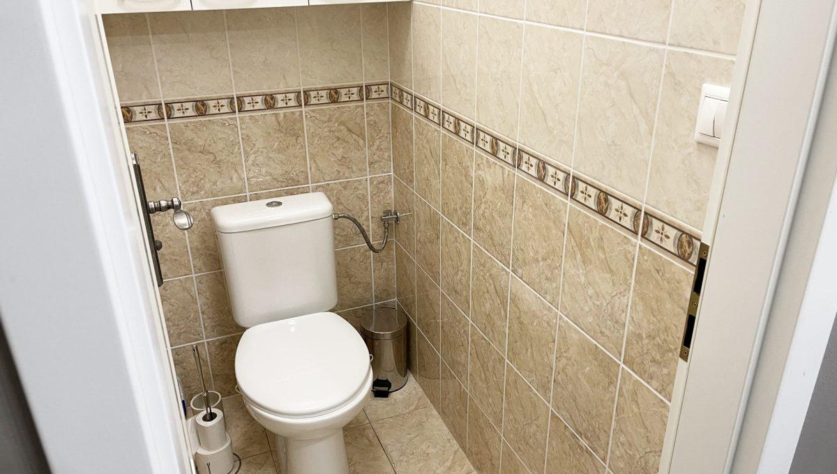 Bratislava Petrzalka Vysehradska Konfido 2 izbovy byt na predaj pohlad na samostatnu toaletu v byte