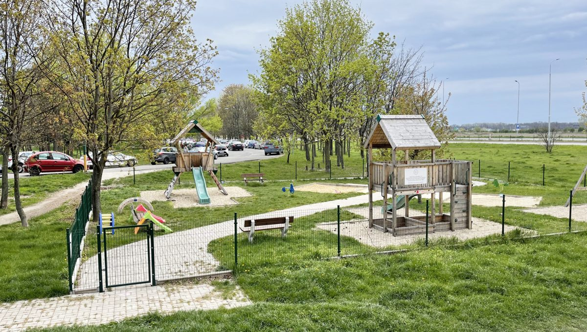 Bratislava Petrzalka Vysehradska Konfido 2 izbovy byt na predaj pohlad na bezpecne detske ihrisko pri bytovom dome