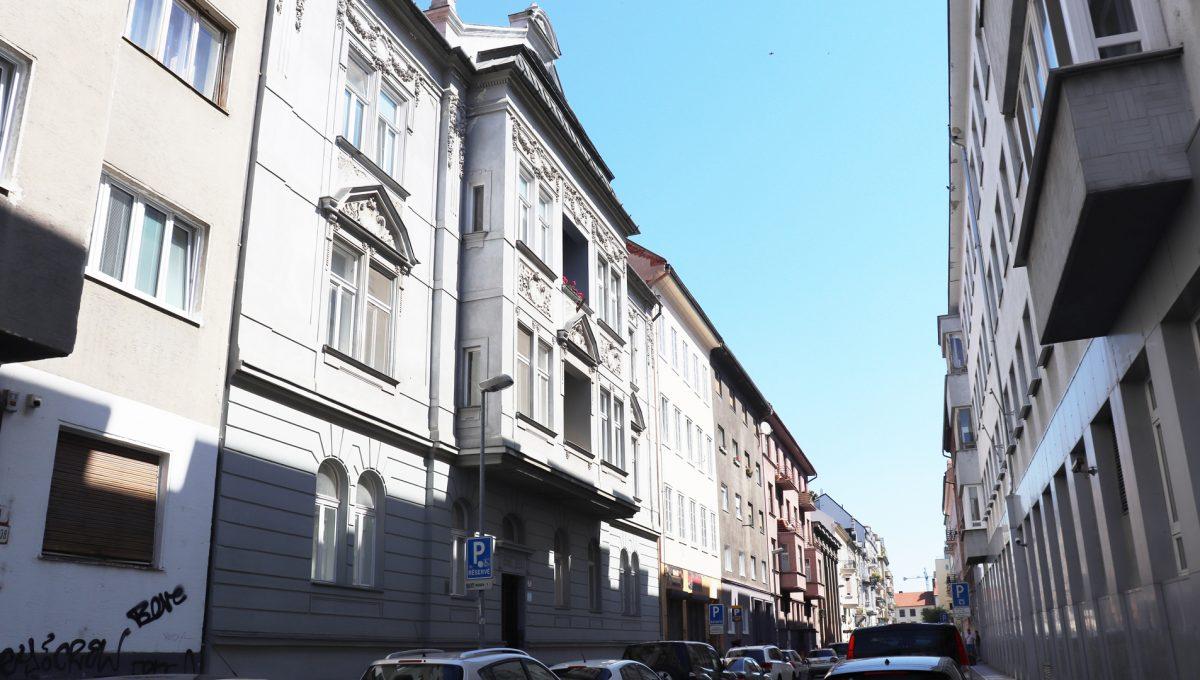 Bratislava Heydukova 01 byt v centre 4 izbovy pohlad z ulice na bytovy dom