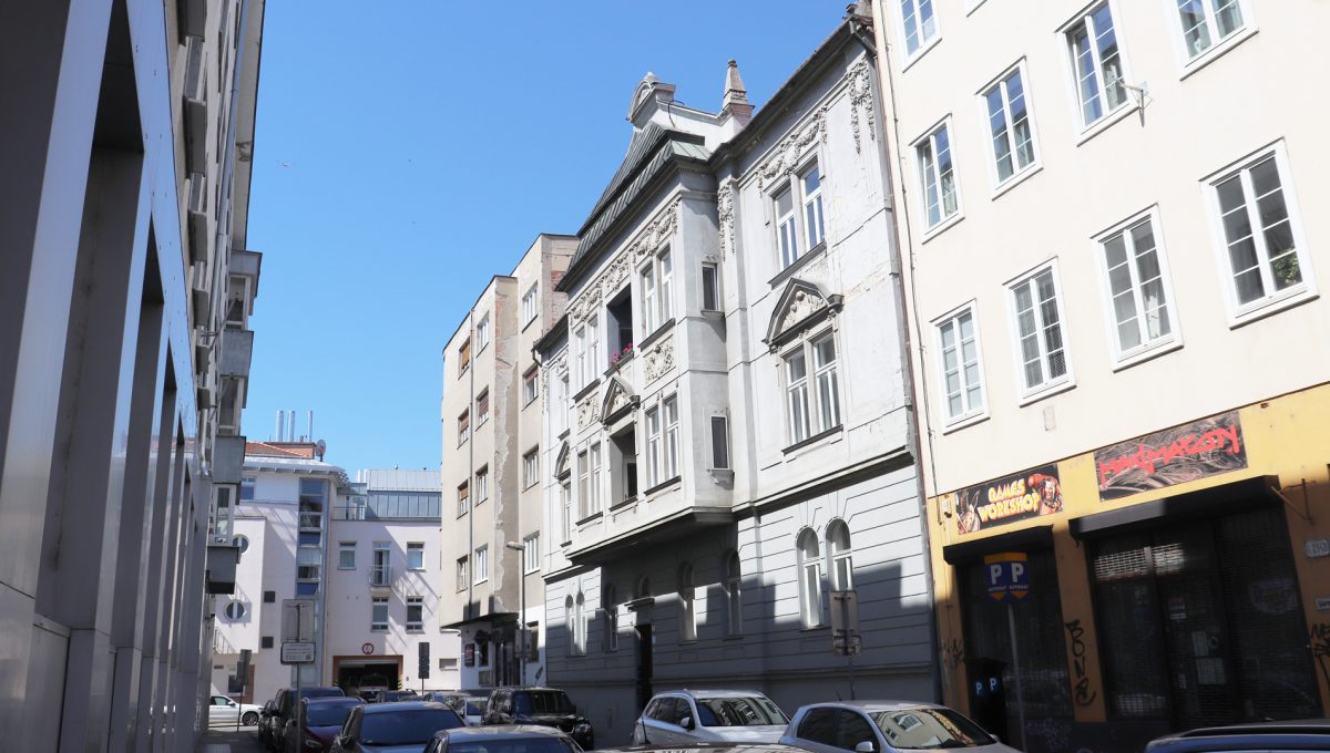 Bratislava Heydukova 02 byt v centre 4 izbovy pohlad z ulice na bytovy dom
