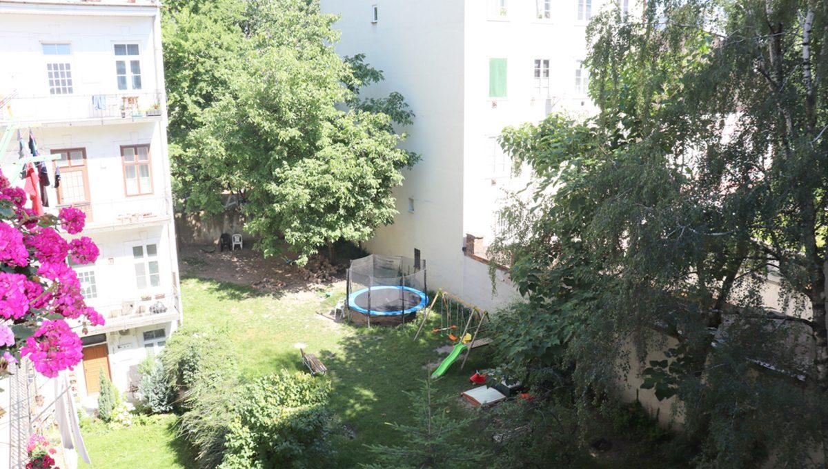 Bratislava Heydukova 05 byt v centre 4 izbovy pohlad zhora na dvor bytoveho domu