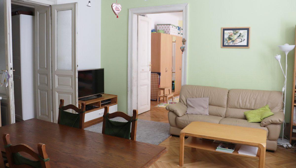 Bratislava Heydukova 09 byt v centre 4 izbovy pohlad na jedalensku a obyvaciu cast so vstupmi do izby a chodby