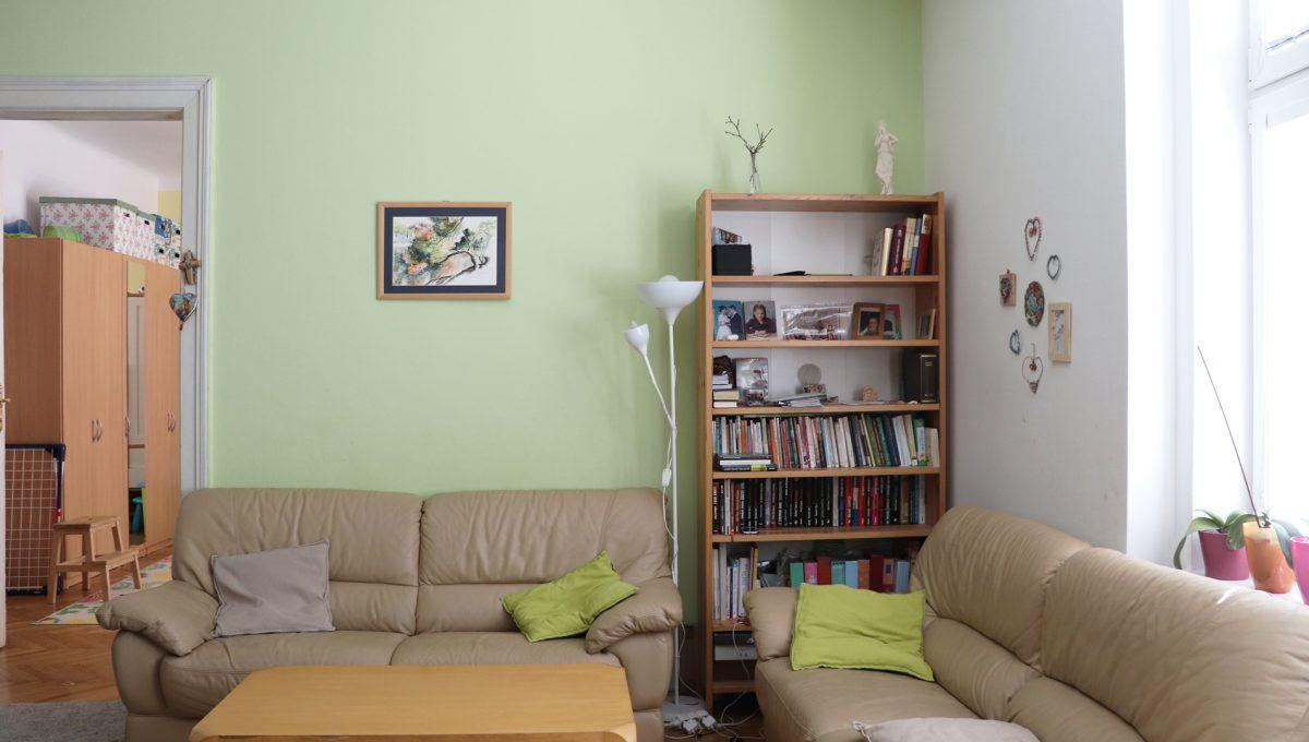 Bratislava Heydukova 10 byt v centre 4 izbovy pohlad na obyvaciu cast a vstup do detskej izby