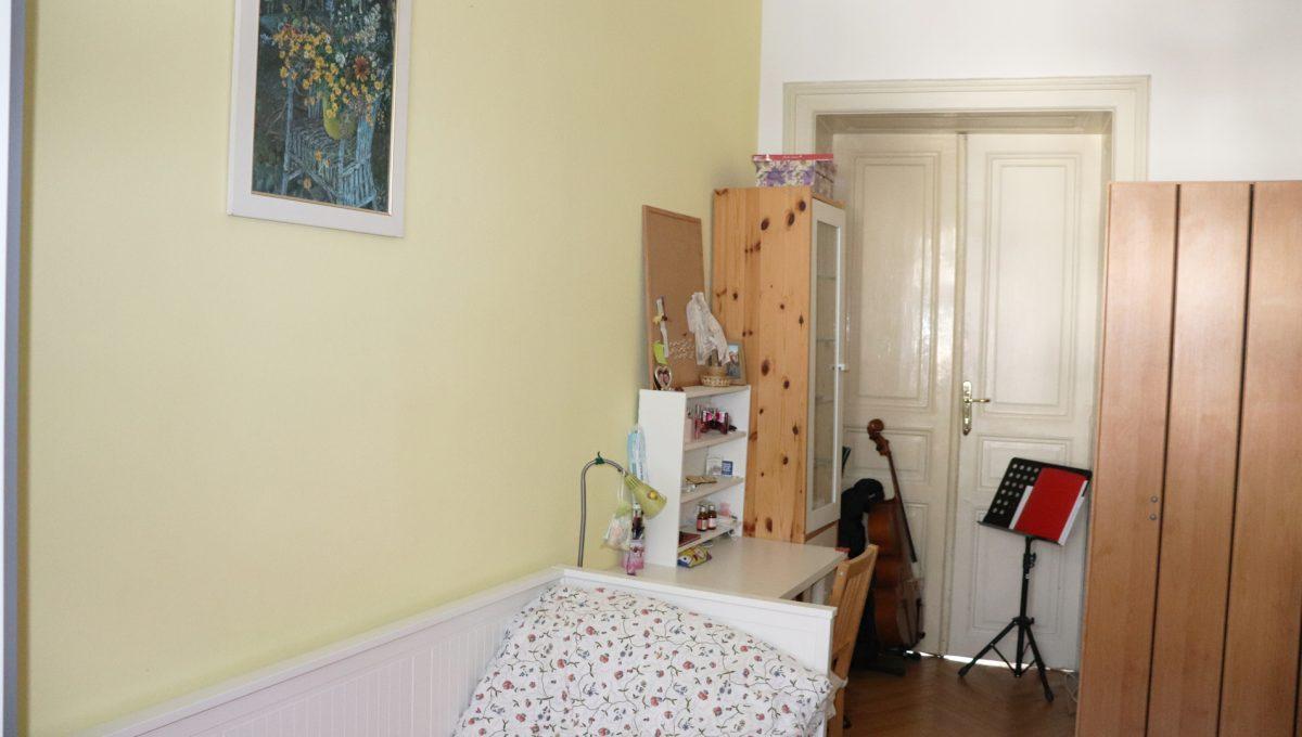 Bratislava Heydukova 14 byt v centre 4 izbovy pohlad na cast mensej detskej izby so vstupom do dalsej miestnosti