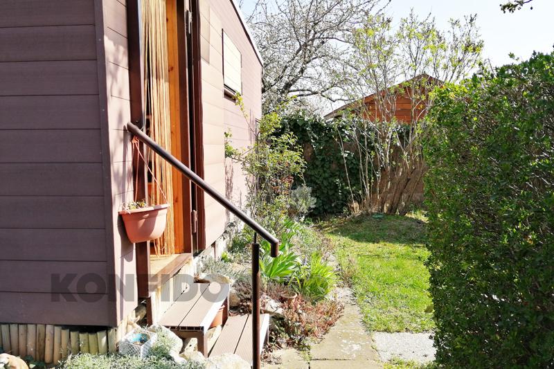 Bratislava Konfido 04 Zlate piesky zahrada pekny zahradny domcek vstup slnecny pozemok copy