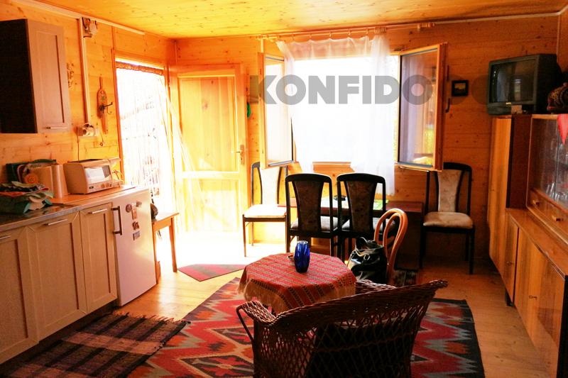 Bratislava Konfido 08 Zlate piesky zahrada pohlad do izby pekny domcek interier slnecny pozemok copy