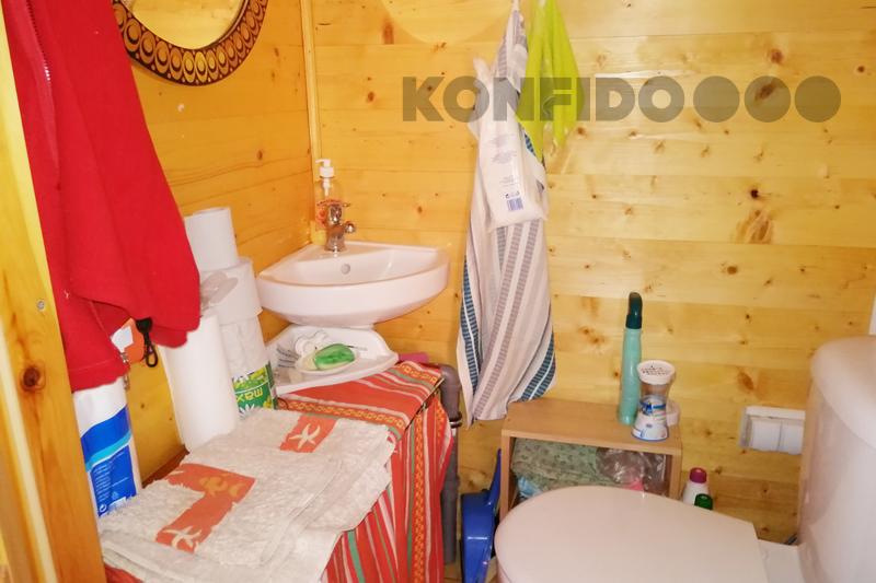 Bratislava Konfido 10 Zlate piesky zahrada pekny zahradny domcek interier toaleta umyvadlo slnecny pozemok copy