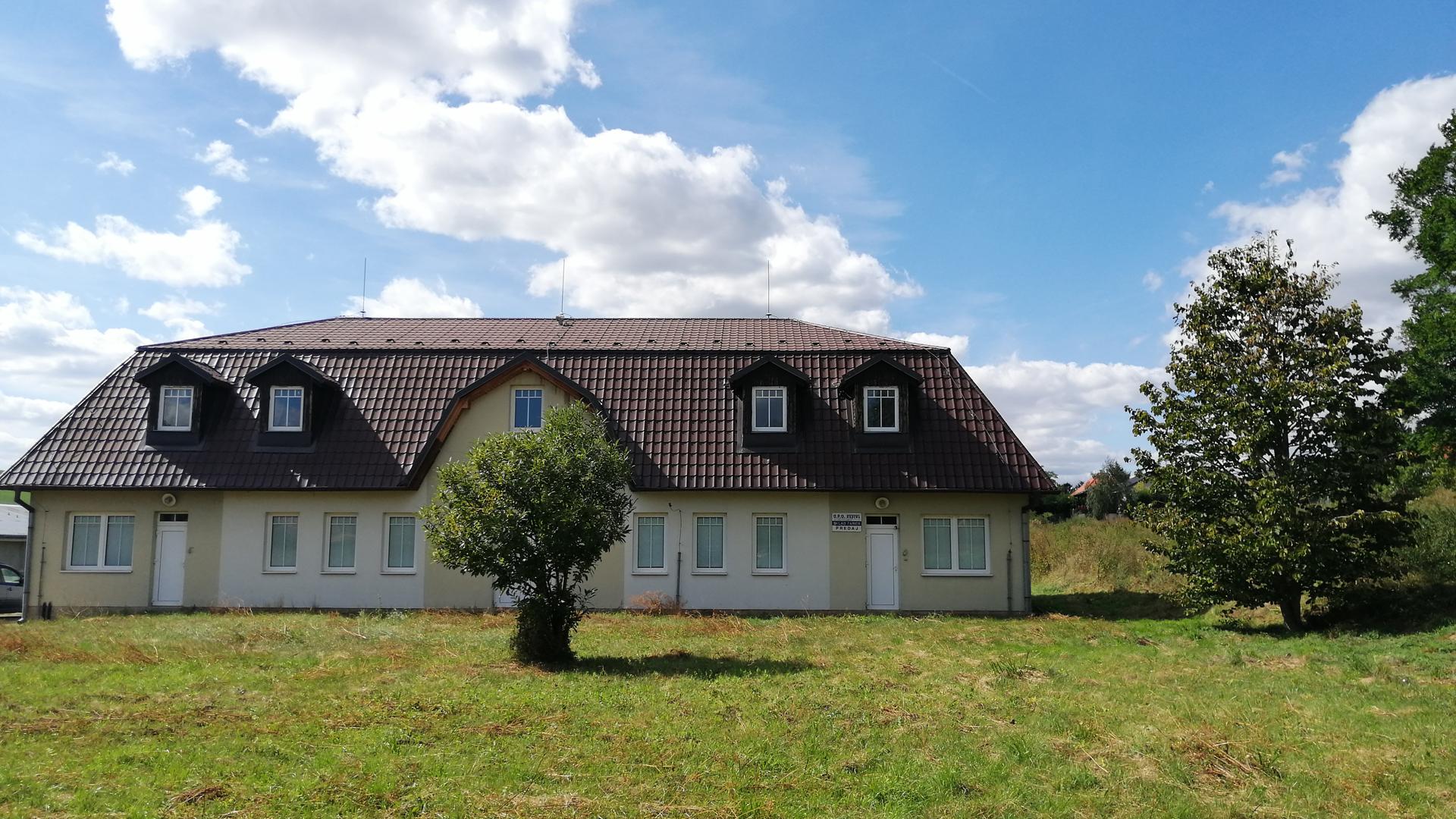 Pozemok s rozlohou 10173 m2 uprostred obce (pozemky na predaj)