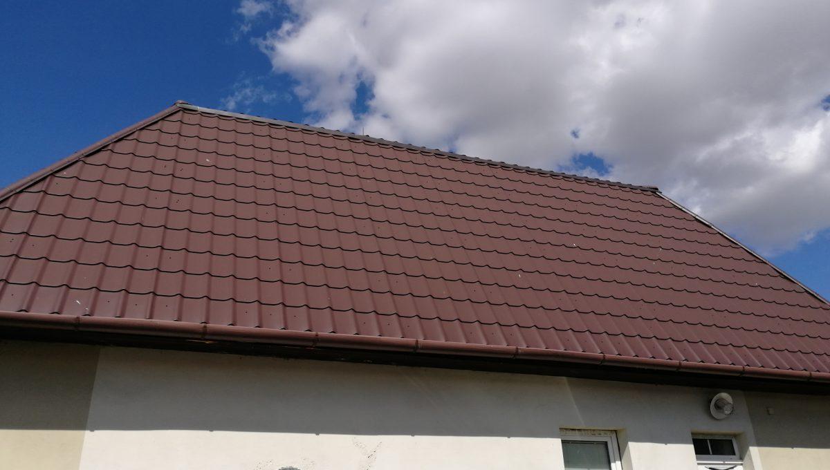 Dolne Otrokovce 11 velky pozemok uprostred obce cast Mlyn na predaj pohlad na strechu budovy skladu