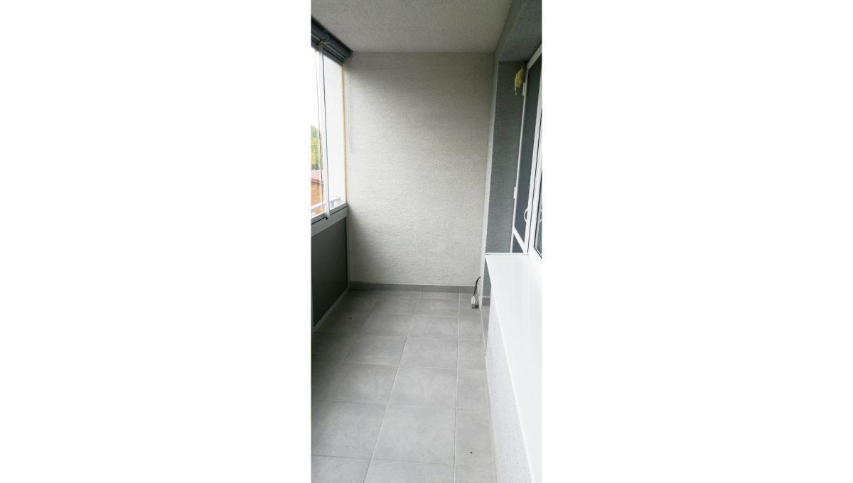 Dunajska Luzna 07 3 izbovy byt s lodziou v novostavbe pohlad na lodziu so vstupom do obyvacej izby