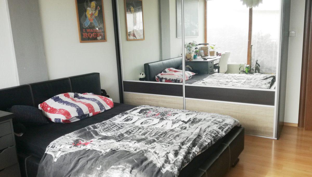 Dunajska-Luzna-17-pekny-4-izbovy-rodinny-dom-na-predaj-pohlad-na-chlapcensku-detsku-izby-s-roldorovou-skrinou-so-zrkadlom
