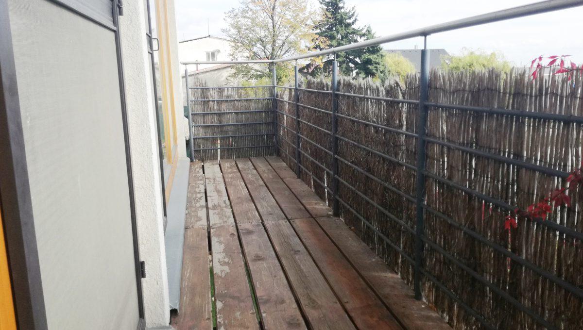 Dunajska-Luzna-18-pekny-4-izbovy-rodinny-dom-na-predaj-pohlad-na-balkon-k-dvom-detskym-izbam-na-prvom-poschodi