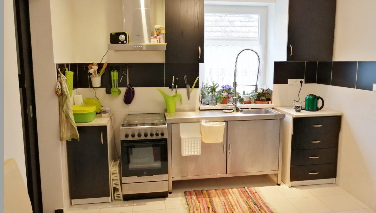 Gabcikovo 01 rodinny dom na predaj 3 izbovy pohlad na kuchynsku linku