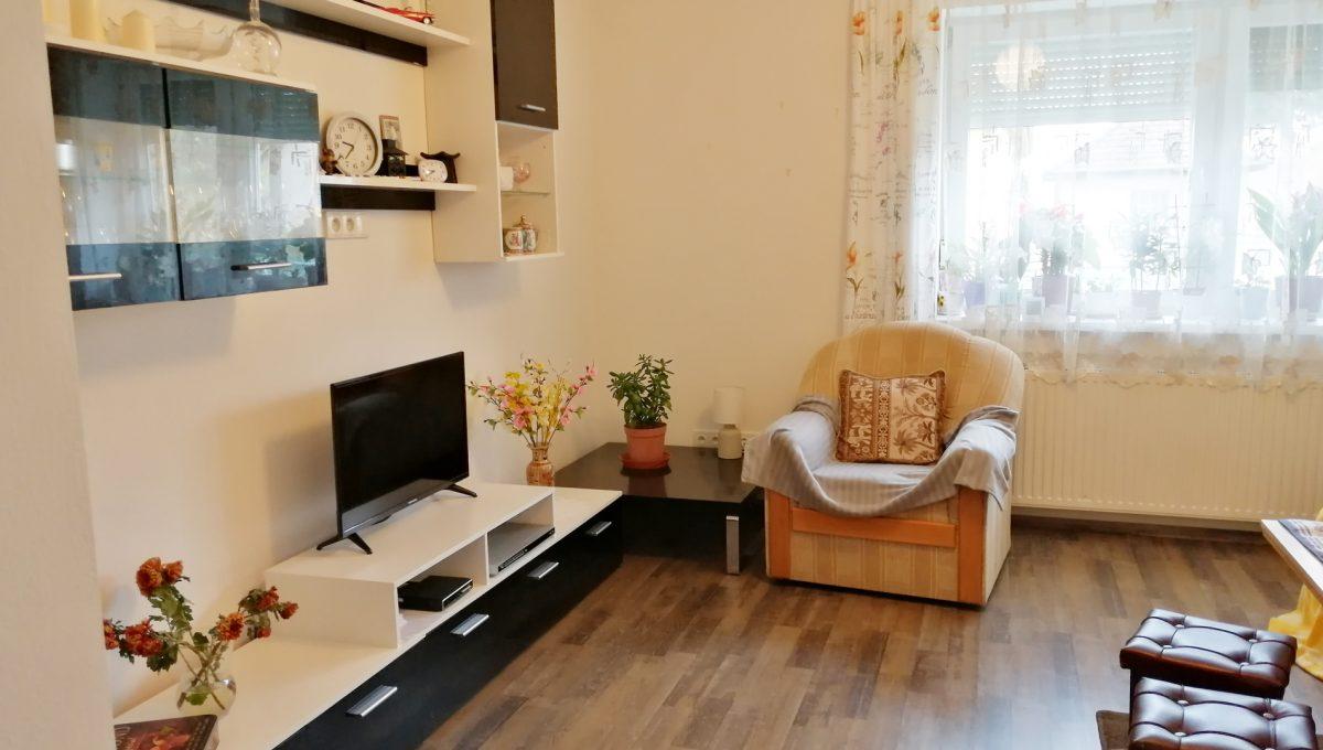 Gabcikovo 04 rodinny dom na predaj 3 izbovy pohlad na cast obyvacej izby s nabytkom