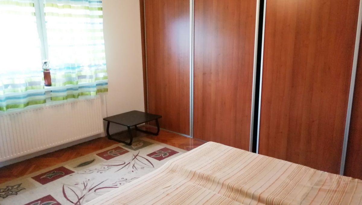 Gabcikovo 07 rodinny dom na predaj 3 izbovy pohlad na spalnu s roldorovou skrinou