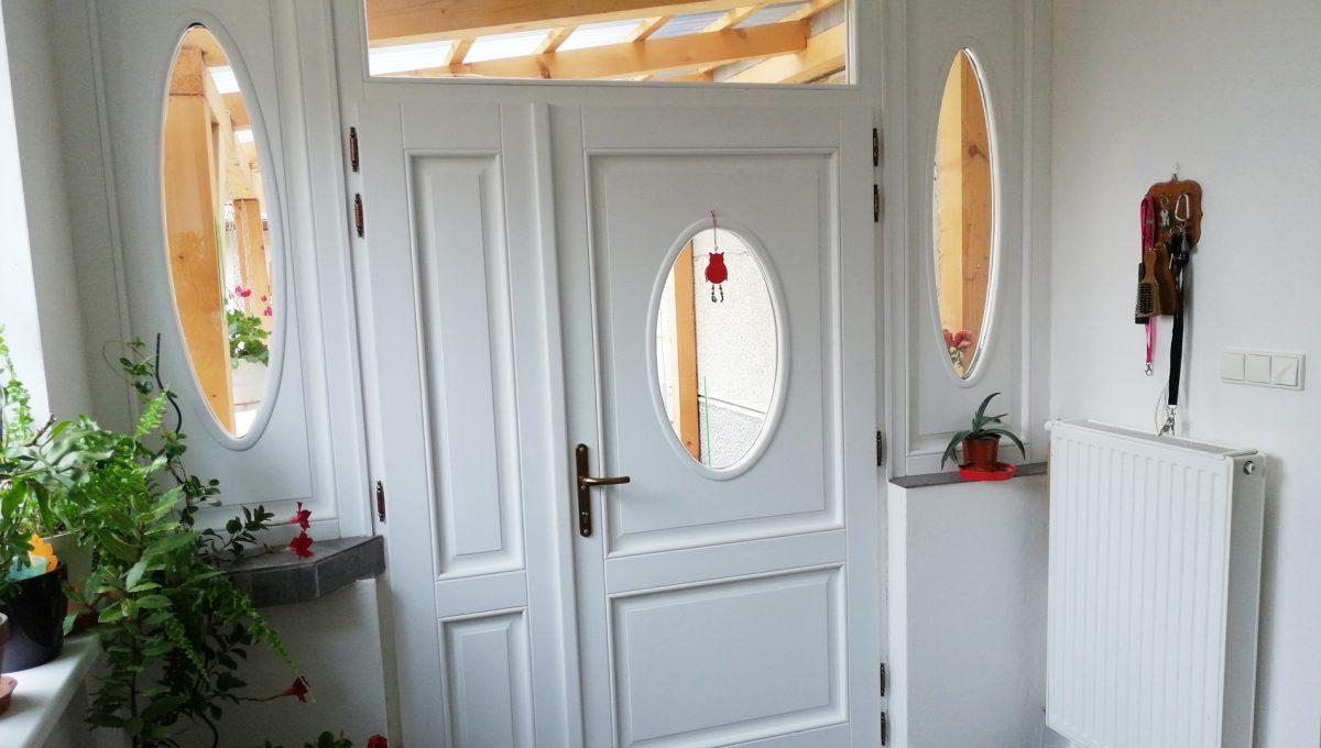 Gabcikovo 13 rodinny dom na predaj 3 izbovy pohlad na vstupne dvere domu