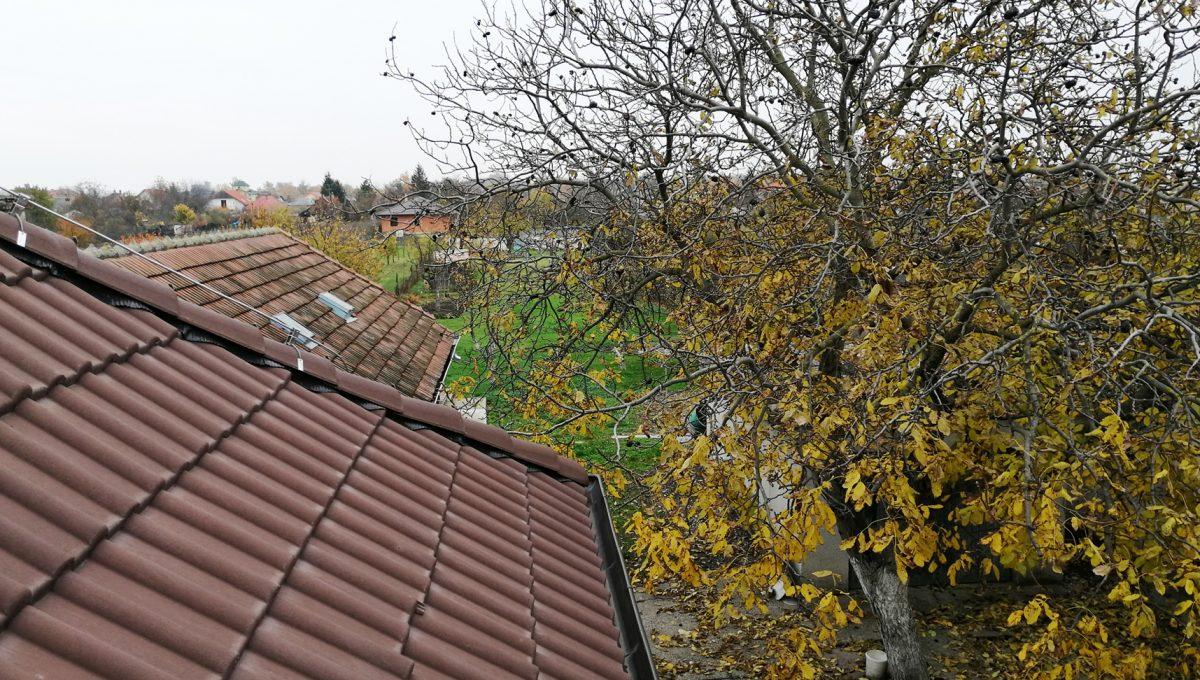 Gabcikovo 15 rodinny dom na predaj 3 izbovy pohlad smerom na zahradu z podkrovia domu
