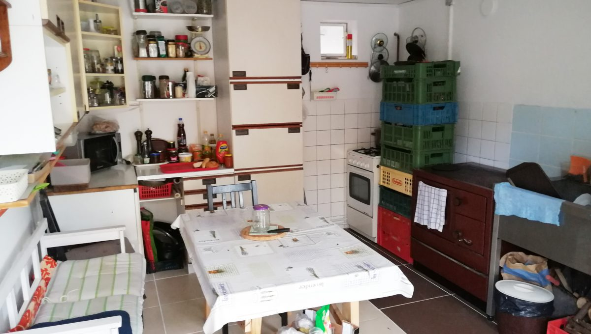 Gabcikovo 23 rodinny dom na predaj 3 izbovy pohlad na kuchynu v hospodarskej budove za domom