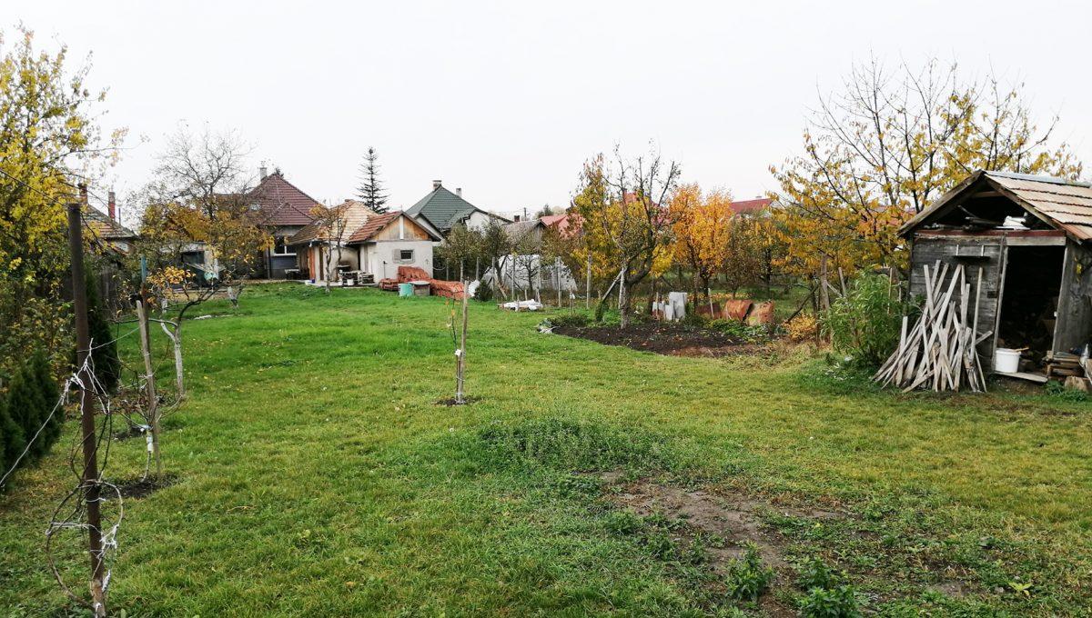 Gabcikovo 27 rodinny dom na predaj 3 izbovy pohlad smerom na dom zo zadnej casti zahrady