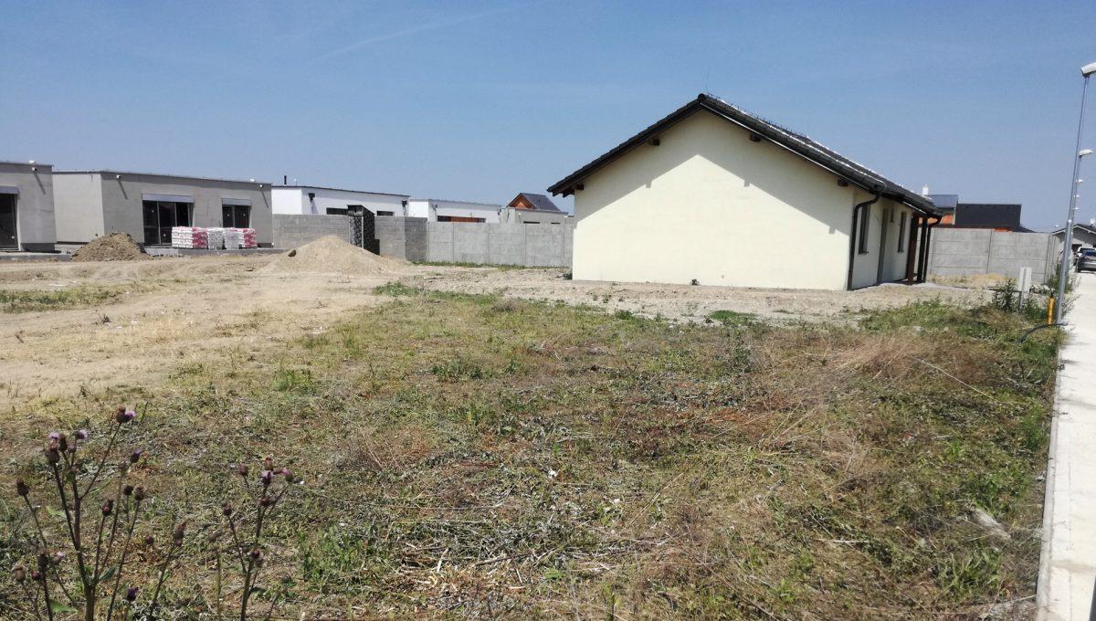 Hruba-Borsa-slnecny-pozemok-na-predaj-526-m2-pre-rodinny-dom